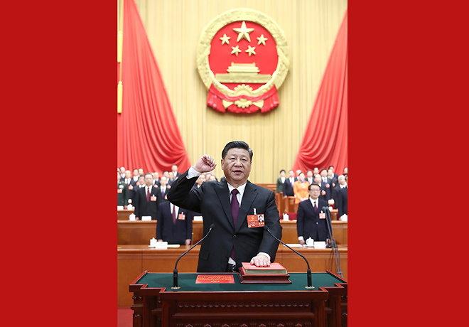 首次在全国人民代表大会上举行宪法宣誓 彰显依法治国维护宪法权威的决心