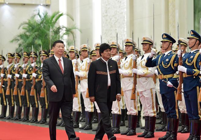 习近平同玻利维亚总统莫拉莱斯举行会谈 两国元首一致决定 建立中玻战略伙伴关系