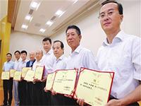 天津市监委向第一届50名特约监察员颁发聘书