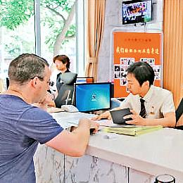 公证员唐小明创新形式普法送服务 多做一分 不负青春