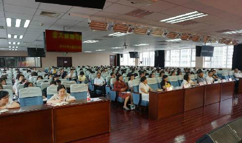 区委常委、纪委书记、监委主任李秋增 为教育系统做警示教育专题讲座