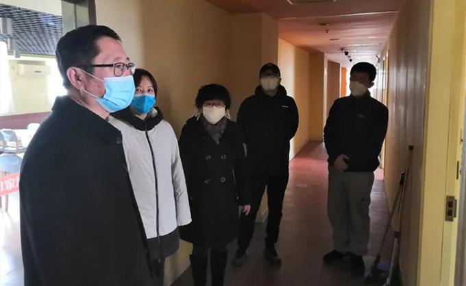 区纪委监委领导到集中隔离点慰问一线防控工作人员