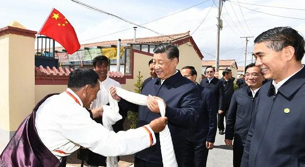 习近平在青海省海北州刚察县考察调研