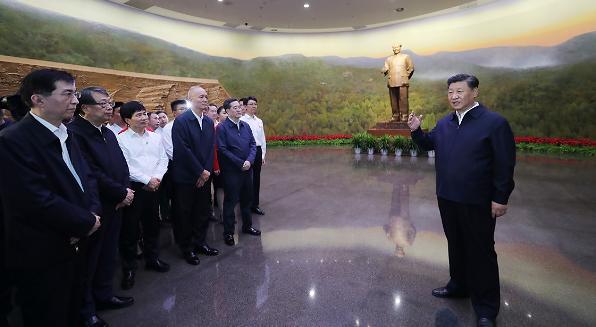习近平:不忘初心牢记使命锐意进取 满怀信心继续把新中国巩固好发展好