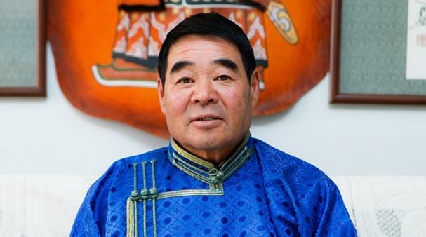 """將(jiang)軍之子(zi)""扎(zha)根草原(yuan)45年"